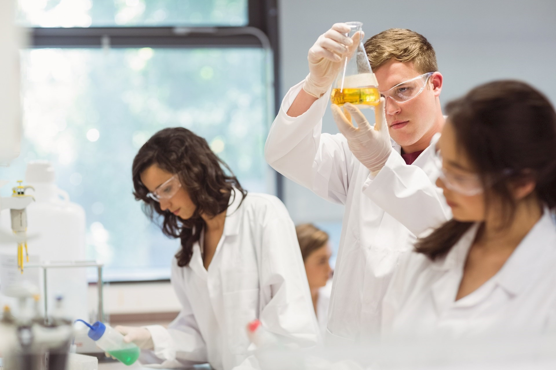 10 Academic Summer Camps for High School Students Interested in Science